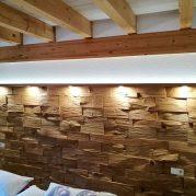 Spaltholzwand-am-Bettkopfteil (1)